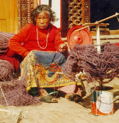 boddinath_woman_spinning